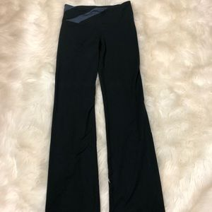 UNDER ARMOR womens fitted yoga pants- small